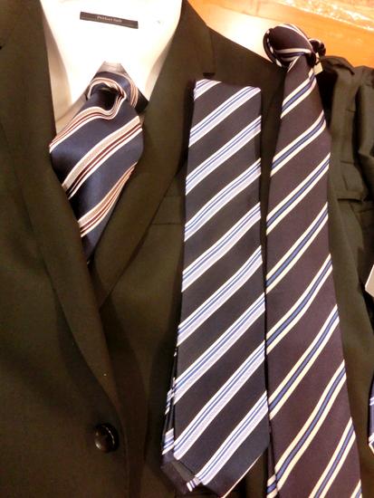 紺のネクタイ