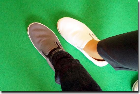 素足と靴下