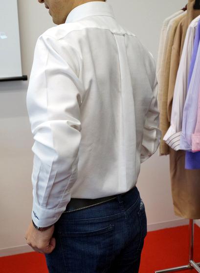 「立体Xシャツ」