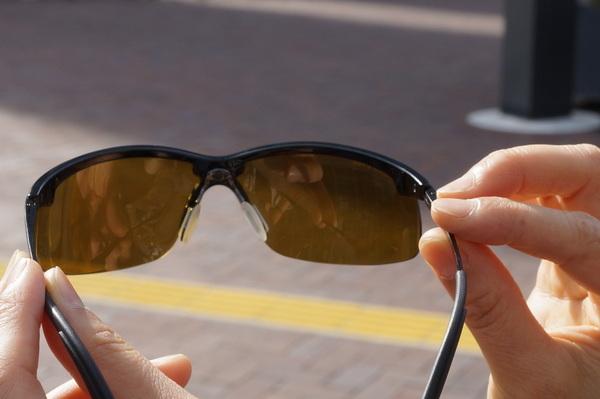 軽いサングラス